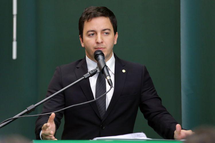 Reunião para instalação da Frente Parlamentar. Dep. Célio Studart (PV - CE)