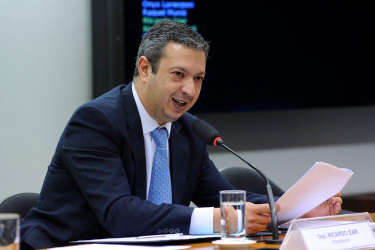 Reunião para discussão e votação do relatório final do dep. Ricardo Tripoli (PSDB-SP). Dep. Ricardo Izar (PSD-SP)