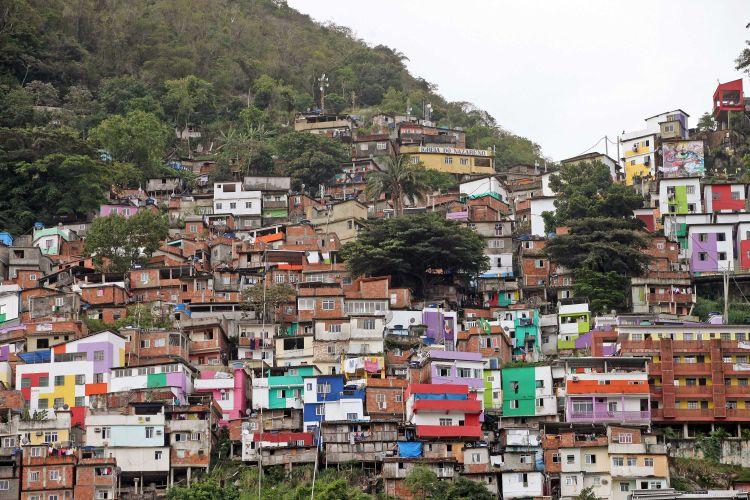 Cidades - favelas e pobreza - habitação moradia periferia morro favela
