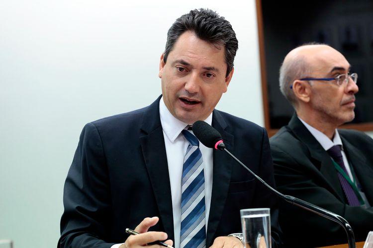 Reunião de instalação da comissão e eleição do novo presidente. Presidente eleito, dep. Sérgio Souza (PMDB-PR)