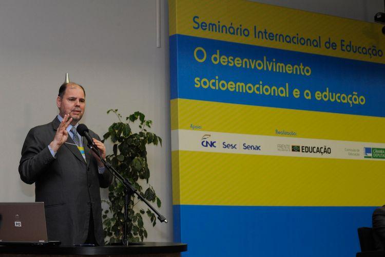 Seminário Internacional - O Desenvolvimento Socioemocional e a Educação para falar da influência da Inteligência Emocional na Educação. Dep. Alex Canziani (PTB-PR)