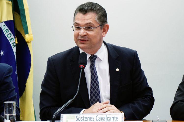 Audiência pública sobre a situação das empresas de reciclagem de pneus no Brasil. Dep. Sóstenes Cavalcante (DEM - RJ)