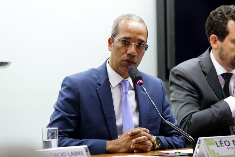 Instalação da Comissão e eleição para presidente e vice-presidentes. Presidente, dep. Léo Motta (PSL - MG)
