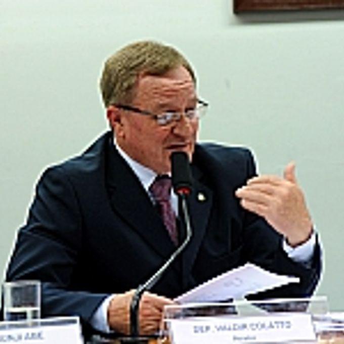 Reunião para discussão e votação do parecer do relator, (foto) dep. Valdir Colatto (PMDB-SC)