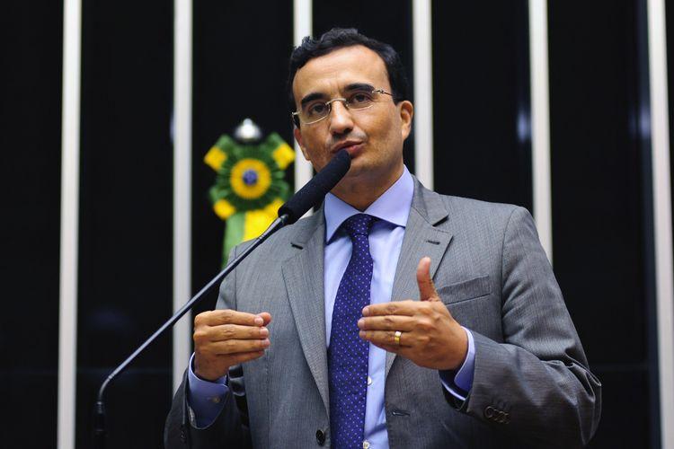 Deputado Benjamin Maranhão (PMDB-PB)