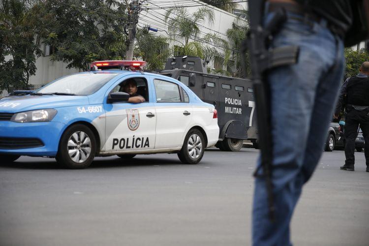Segurança - policiais - comunidades policia patrulhamento população preventivo