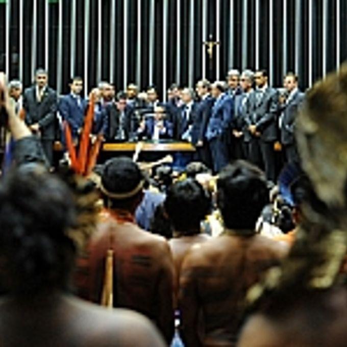 Índios no Plenário