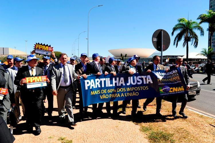 Brasília - esplanada - pacto federativo - marcha dos prefeitos - FNM