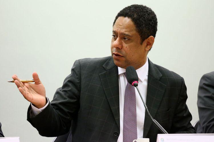 Audiência pública para debater sobre a demissão de 1.200 professores da Faculdade Estácio de Sá. Dep. Orlando Silva (PCdoB - SP)