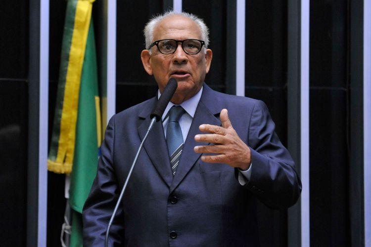 Sessão especial para discussão e votação do parecer do dep. Jovair Arantes (PTB-GO), aprovado em comissão especial, que recomenda a abertura do processo de impeachment da presidente da República - Dep. Roberto Balestra (PP-GO)