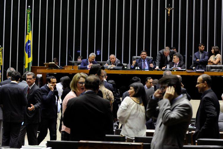 Ordem do dia para discussão e votação de diversos projetos. Presidente em exercício da Câmara dos Deputados, Dep. Fábio Ramalho (PMDB - MG)