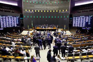 Plenário aprova projeto que cria o crime de induzir pessoas à automutilação e ao suicídio