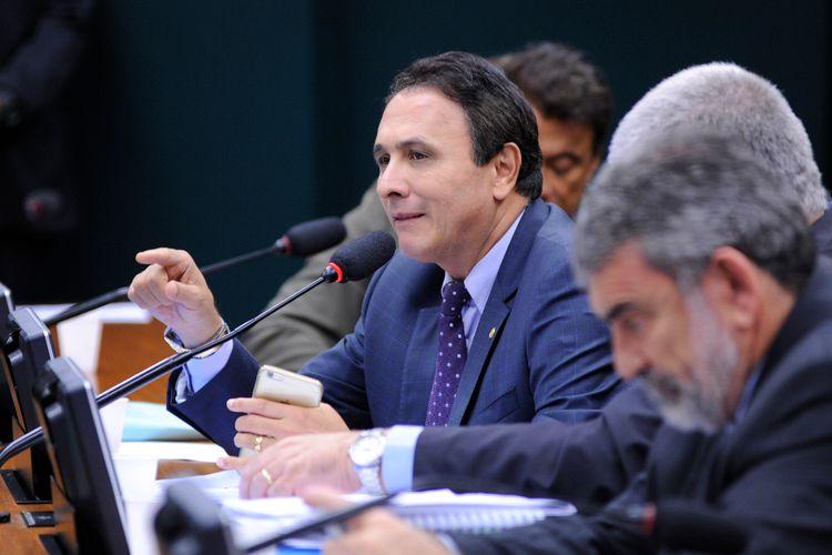 Reunião ordinária para oitiva do deputado Eduardo Cunha (PMDB-RJ) que veio fazer sua defesa no colegiado, onde enfrenta um processo que pode resultar na cassação do mandato como parlamentar. Dep. Carlos Henrique Gaguim (PMDB-TO)
