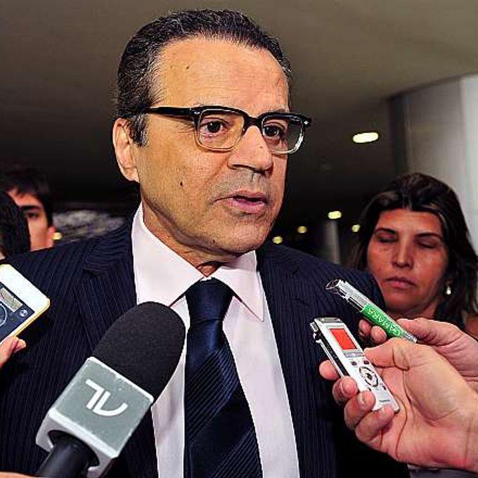 Presidente Henrique Eduardo Alves fala à imprensa das matérias que serão votadas hoje
