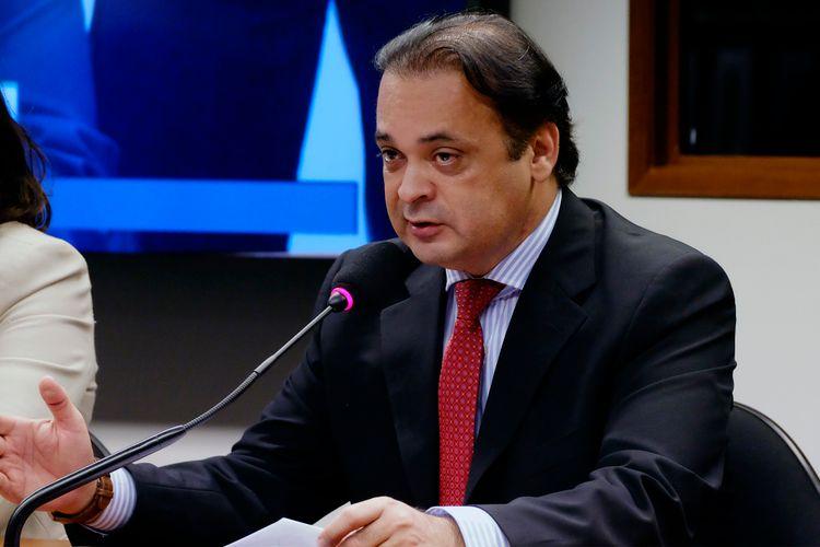 Reunião de instalação da comissão e eleição do novo presidente. Dep. Roberto de Lucena (PV - SP)