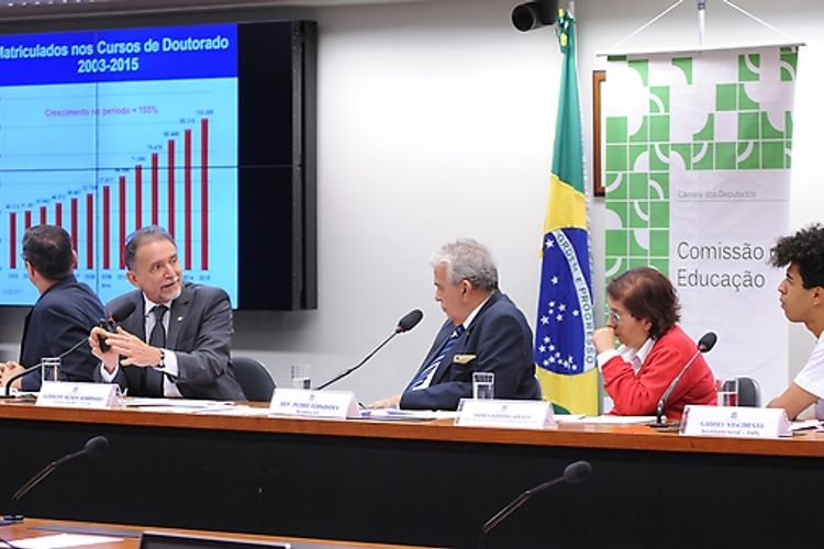 Audiência pública sobre o PL 4559/16, que dispõe sobre o Reajuste Anual das Bolsas concedidas pelos órgãos federais de apoio e fomento à pós-graduação e pesquisa