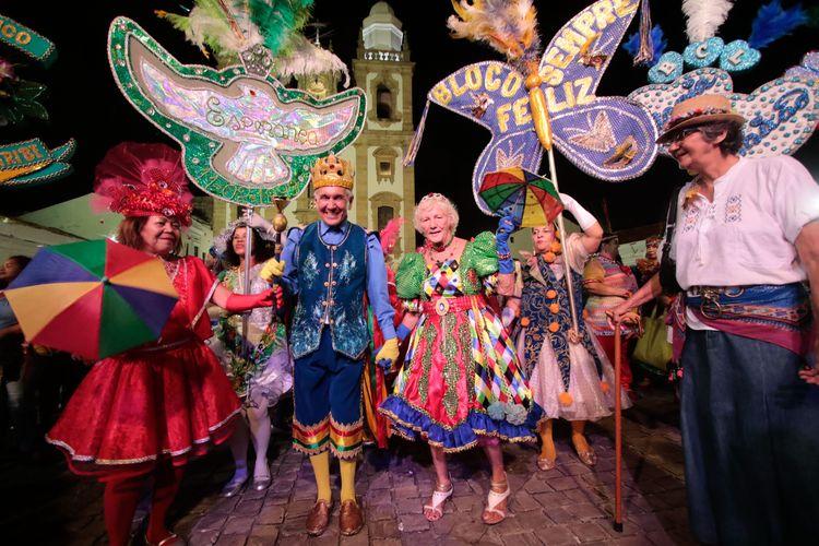 Cultura - popular - carnaval idosos bloco de rua recife tradições culturais lazer diversão