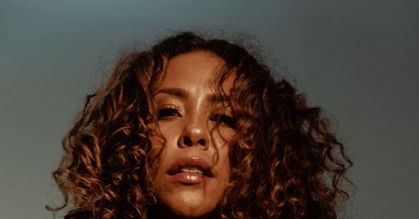 Vem da Bahia a cantora Ana Mametto, uma força da natureza que reverencia os orixás através da MPB