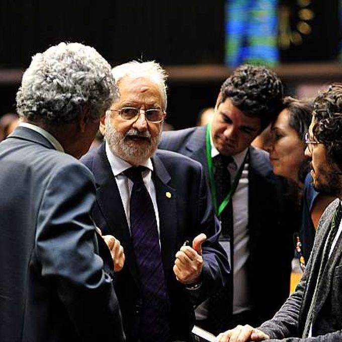 Discussão e votação dos destaques apresentados ao projeto de alteração do Supersimples (PLP 221/12). Deputados (E/D) Chico Alencar (PSOL-RJ), Ivan Valente (PSOL-SP) e Jean Wyllys (PSOL-RJ)