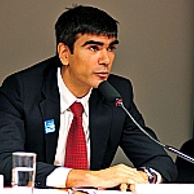 Reunião de debates sobre o tema: Indústria Química encolhe no país. Representante do Banco Nacional de Desenvolvimento Econômico e Social (BNDES), Felipe Pereira