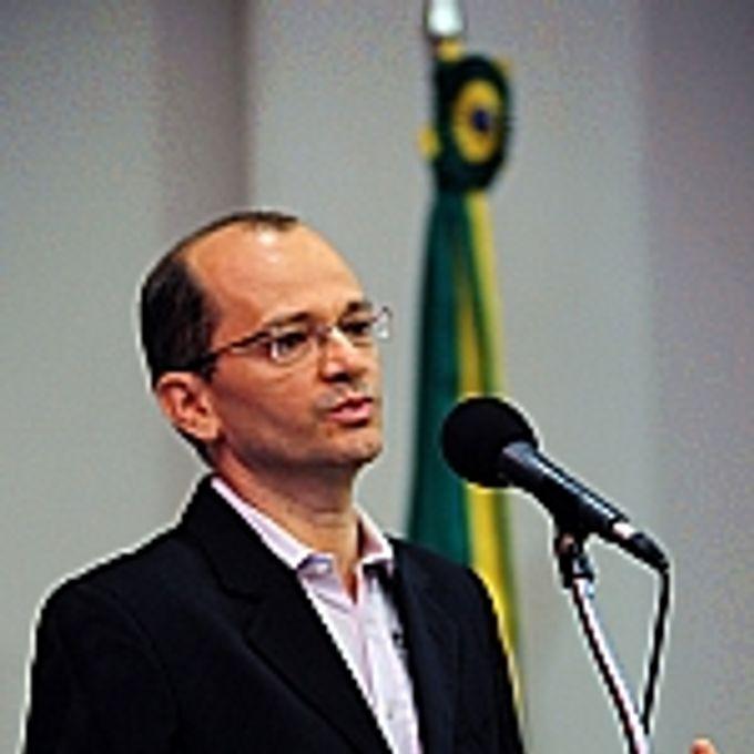 Paulo Barreto (Engenheiro Florestal, Mestre em Ciências Florestais pela universidade Sênior do instituto do Homem e Meio - IMAZON)