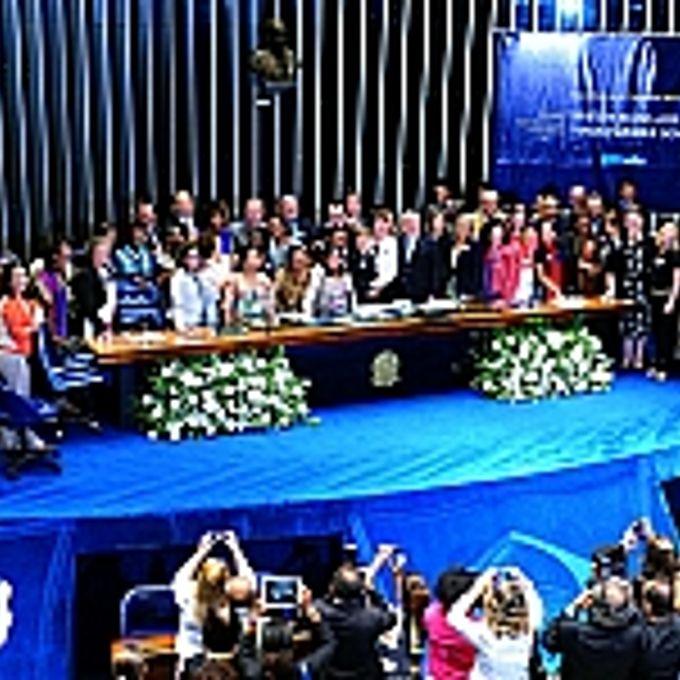 Sessão do Congresso Nacional no Plenário do Senado  para promulgação da PEC) 66/12, que garante aos empregados domésticos direitos já assegurados aos demais trabalhadores