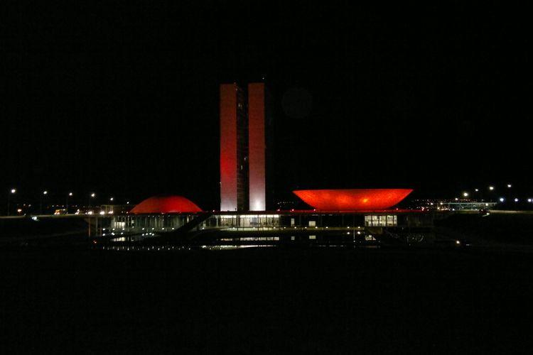 Congresso é iluminado de vermelho no Dia da Cardiopatia Congênita