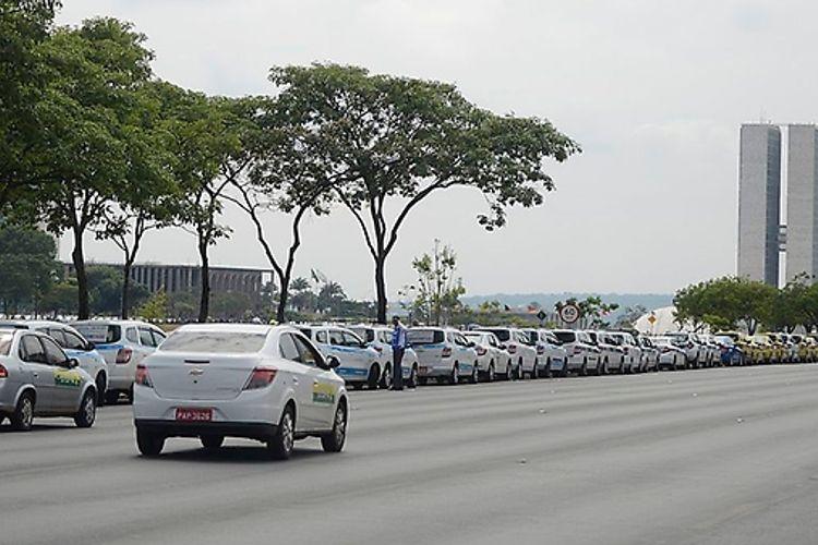 Votação do PL 5587/16 no Senado - Táxis x Uber