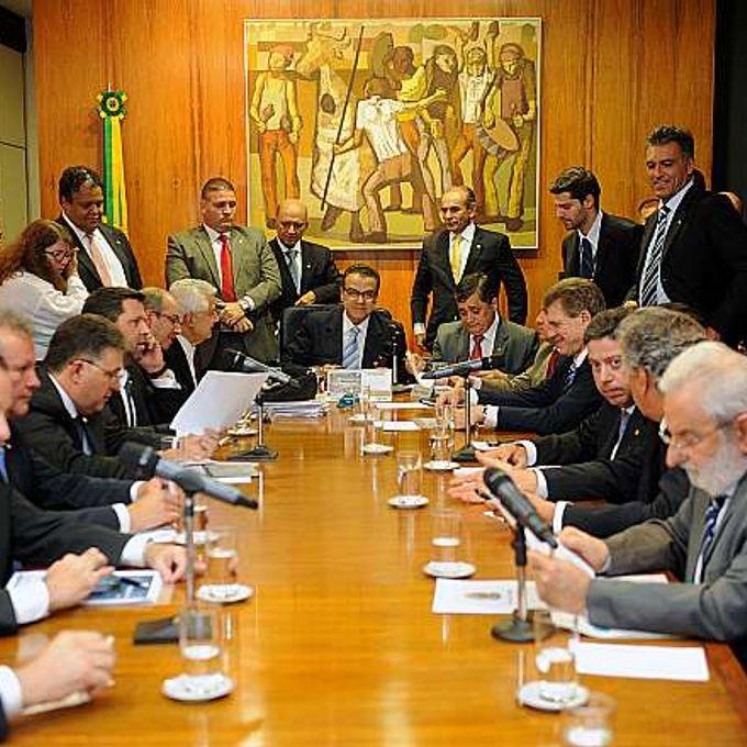 Presidente Henrique Eduardo Alves e líderes partidários reúnem-se para tratar da votação da Medida Provisória 615/2013 - do Poder Executivo - que