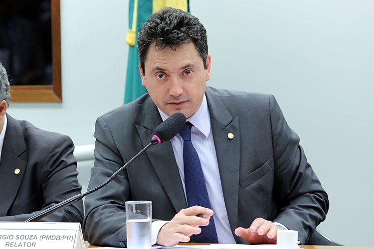 Audiência pública para tomada de depoimentos do presidente para América Latina e CEO no Brasil do Banco BNY MELLON, Eduardo Adriano Koelle. Dep. Sérgio Souza (PMDB-PR)