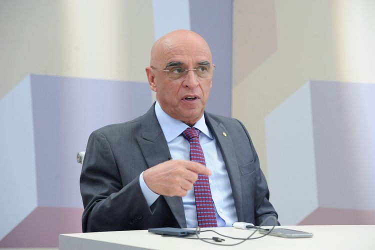 O Expressão Nacional pegunta faltam médicos no Brasil? Convidado deputado Mário Heringer (PDT/MG)