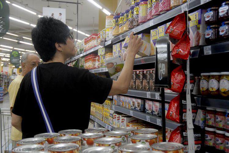 Economia - Consumidor - supermercado validade rótulo produto preço inflação
