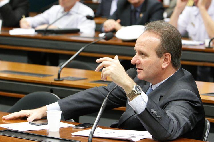 Audiência pública sobre o contencioso entre a Organização Mundial do Comércio (OMC) e o Brasil sobre a política industrial do país, incluindo a Lei de Informática. Dep. Bilac Pinto (PR-MG)