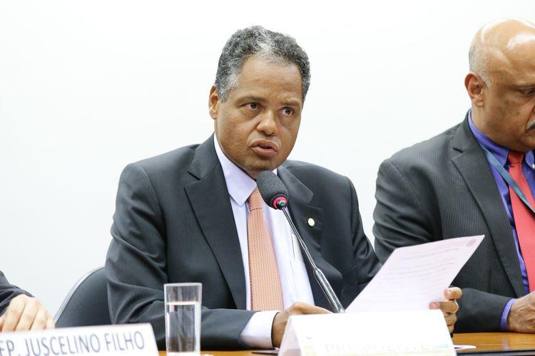 Instalação da Comissão e eleição para presidente e vice-presidentes. Presidente, dep. Antonio Brito (PSD - BA)