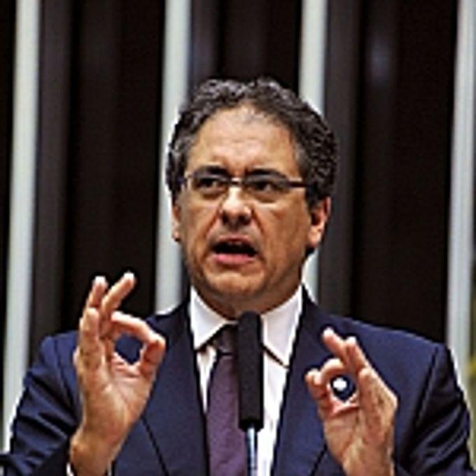 Sessão Deliberativa Extraordinária: novo texto apresentado pelo deputado Carlos Zarattini reduz, já a partir de 2013, o percentual que caberá aos municípios produtores em relação à versão inicial. Já os fundos de todos os estados e municípios vão atingir 14% do distribuído em 2017, dois anos antes do previsto originalmente