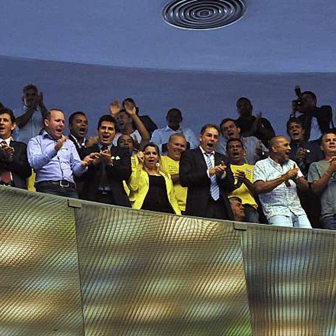 Sessão de votação dos vetos da (PLS 98/2002), que trata da criação de municípios - manifestantes nas galerias do plenário