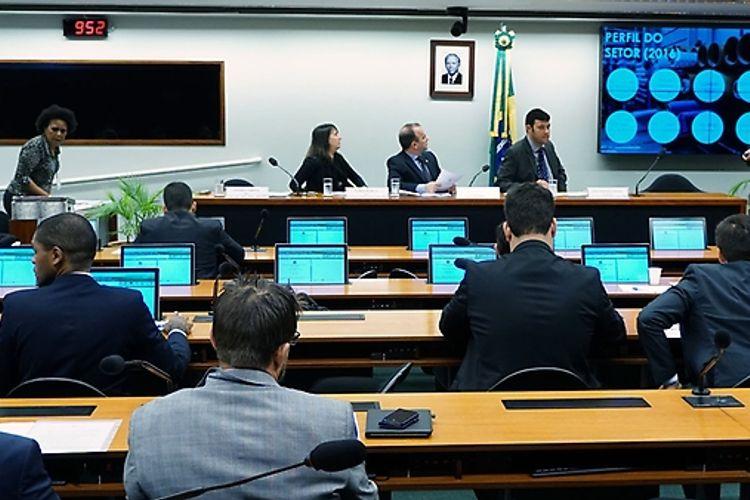 Audiência pública para instruir sobre o PL 2.563/2015, que Institui o monitoramento do uso de trabalho forçado e de trabalho infantil em Estados estrangeiros