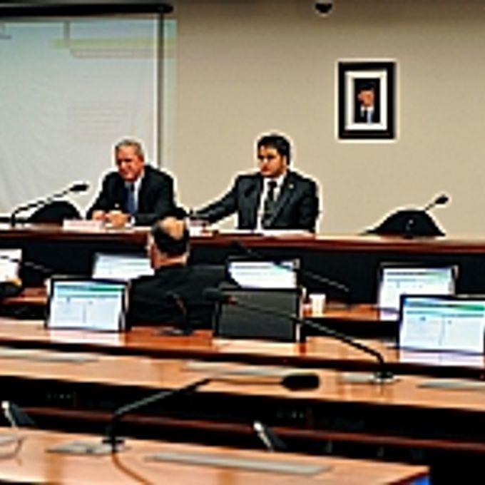 Audiência Pública e Reunião Ordinária. Coronel Elias Miler da Silva (advogado da Federação Nacional de Entidades de Oficiais Militares Estaduias -FENEME), dep. Efraim Filho (presidente da CSPCCO)