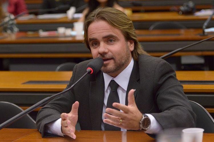 Audiência pública sobre os aspectos relacionados à microcefalia e o surto de zika no Brasil, e as políticas públicas relacionadas ao tema. Dep. Eros Biondini (PROS-MG)