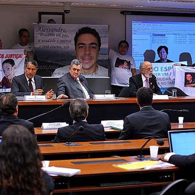 Audiência pública sobre o PL 5512/13, que altera dispositivo da Lei nº 9.503, de 23 de setembro de 1997 - o Código de Trânsito Brasileiro - para dispor sobre o índice tolerável de alcoolemia na direção de veículos automotores