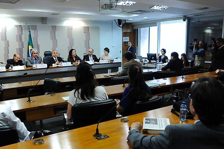 Audiência pública interativa da Comissão Mista sobre a MP 759/16, que dispõe sobre a regularização fundiária rural e urbana