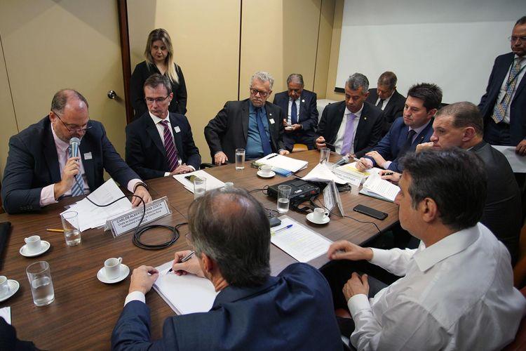 Reunião para discutir soluções para o endividamento do Setor Agrícola
