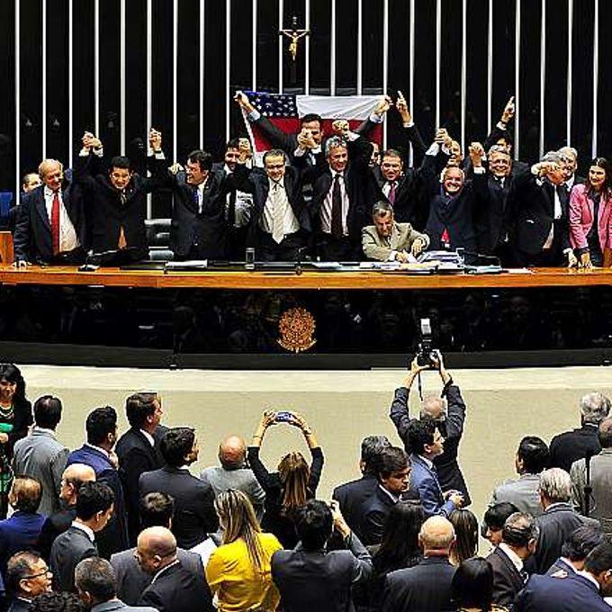 Votação, em segundo turno, da Proposta de Emenda à Constituição (PEC) 103/11, do Executivo, que prorroga por 50 anos os benefícios da Zona Franca de Manaus (ZFM)