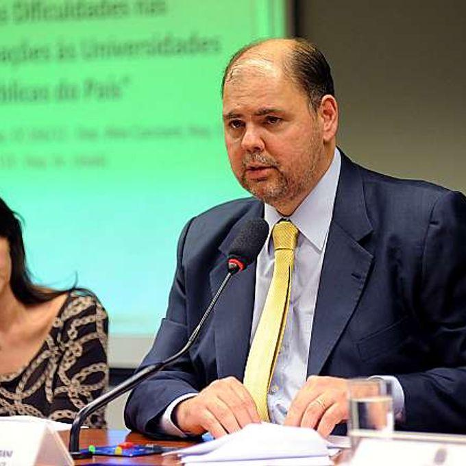 Audiência pública conjunta das comissões de Educação (CE) e de Finanças e Tributação (CFT) para debater as dificuldades nas doações às Universidades Públicas do País. Dep. Alex Canziani (PTB-PR)