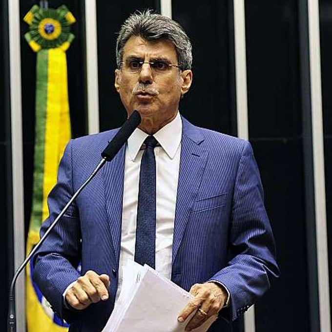 Sessão conjunta da Câmara dos Deputados e do Senado Federal para votar o projeto de lei do orçamento de 2015 (PLN 13/14). Sen. Roméro Jucá (PMDB-RR)