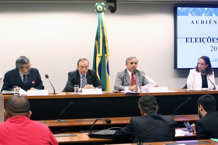 Audiência pública para debater sobre fatos obscuros relativos às eleições de 2014 e preparativos para o cumprimento da Lei nº 13.165/2015, que determina a obrigatoriedade do voto impresso nas eleições de 2018